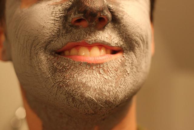 肌荒れやニキビが気になるなら髭脱毛してみる?