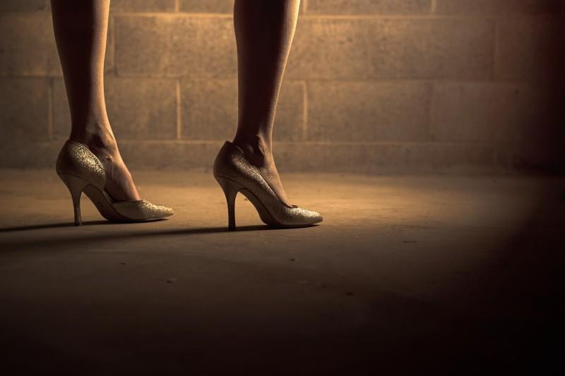 女装で美脚、脚長にみせたい人にオススメな皮膚ストッキング